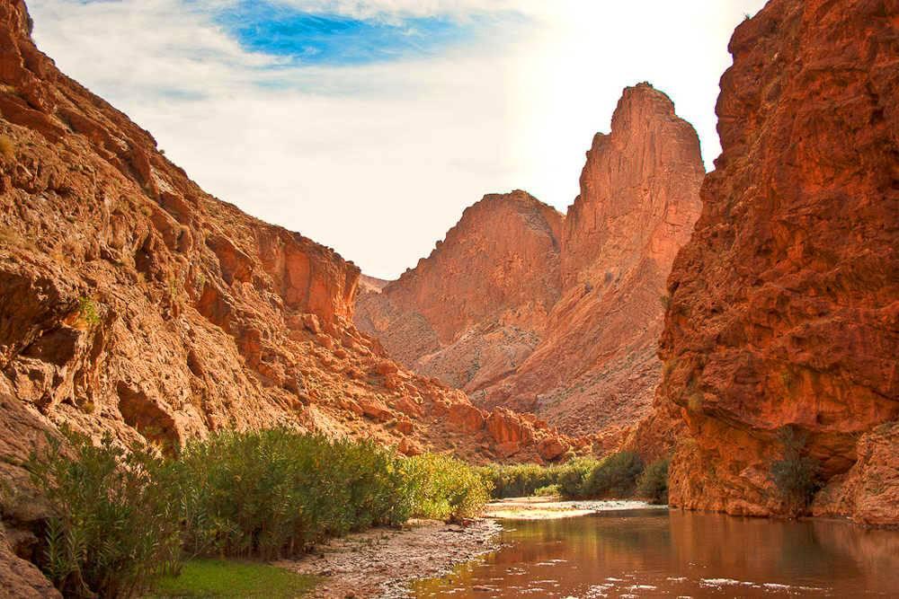 Ruta de 4 Días de Marrakech al desierto deMerzouga– Marrakech Tour en dromedario 4 días 3 noches– Tour salida desde Marrakech regreso a Marrakech via Merzouga.